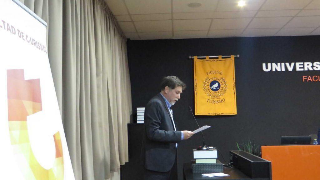 Javier Ortiz Sanchez en el acto de premios y distinciones de la Facultad de Turismo de la Universidad de Málaga